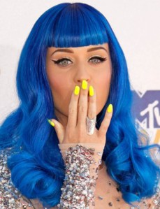 celebrities-with-neon-yellow-nail-polish-nailsshinecom-1134x1478