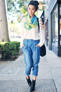 street-style-high-rise-pleated-jeans2