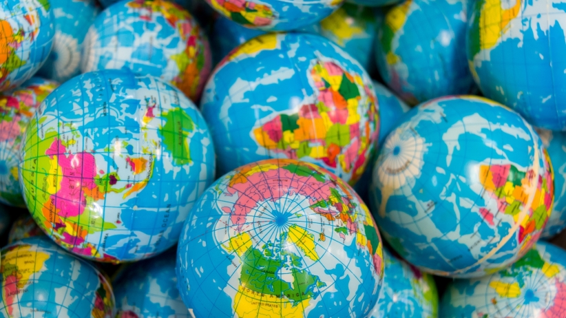 20150817164717-globes-travel-around-the-world