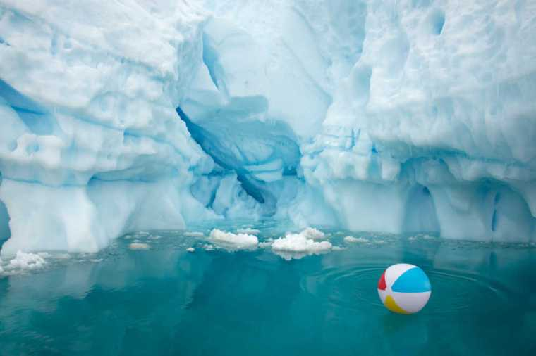 beach-ball-iceberg-horizon